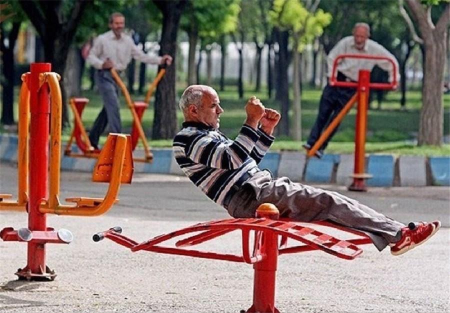 تصویر سن امید به زندگی در ایران 76 سال است