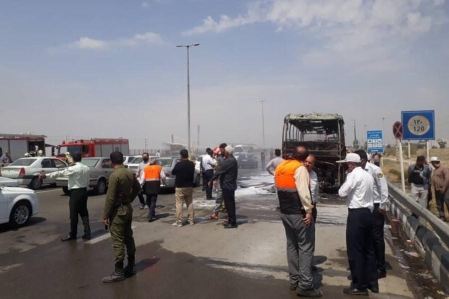 تصویر واژگونی اتوبوس تهران -مشهد در دامغان با 23 سرنشین