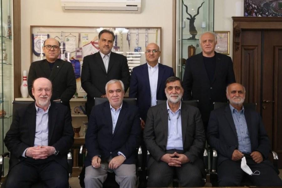 تصویر برگزاری جلسه هم اندیشی مدیران سابق استقلال با آجورلو