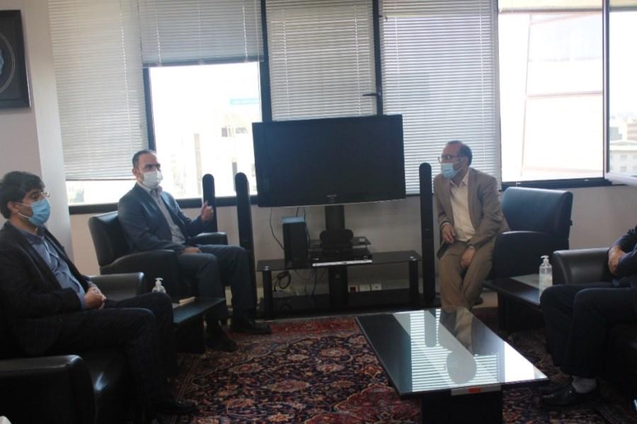 مذاکره شرکت شهرک های صنعتی با مسئولین بانک مسکن استان مرکزی
