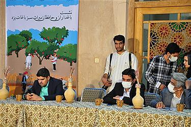 تصویر نشست باغداران و حافظان میراث سبز باغات در یزد