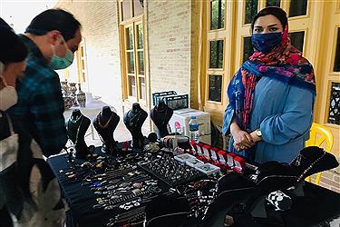 تصویر گشایش نمایشگاه صنایع دستی در باغ نظری همدان