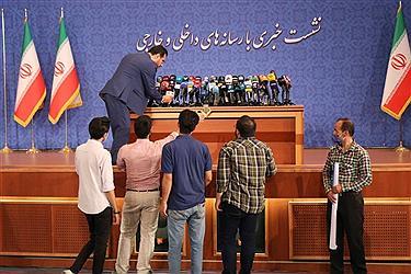 تصویر اولین نشست خبری رئیسی به عنوان رئیسجمهور منتخب
