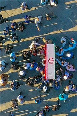 تصویر تشییع پیکر محقق و پژوهشگر یزدی بر دستان مردم دارالعباده