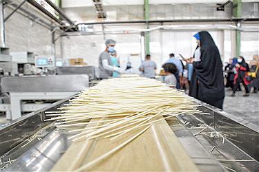 """تصویر نشست خبری میر احمدی، مدیر کارخانه """"انسی ماکارون"""" با اصحاب رسانه"""